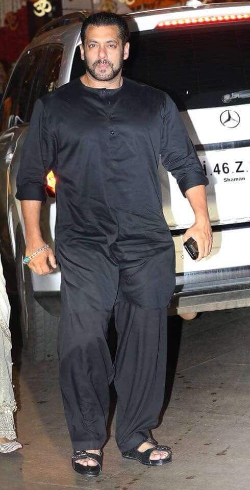 Salman Khan Wearing Black Kurta Pajama